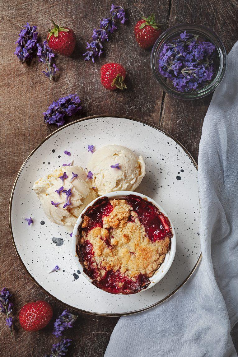 Lavendelglass med jordgubbspaj
