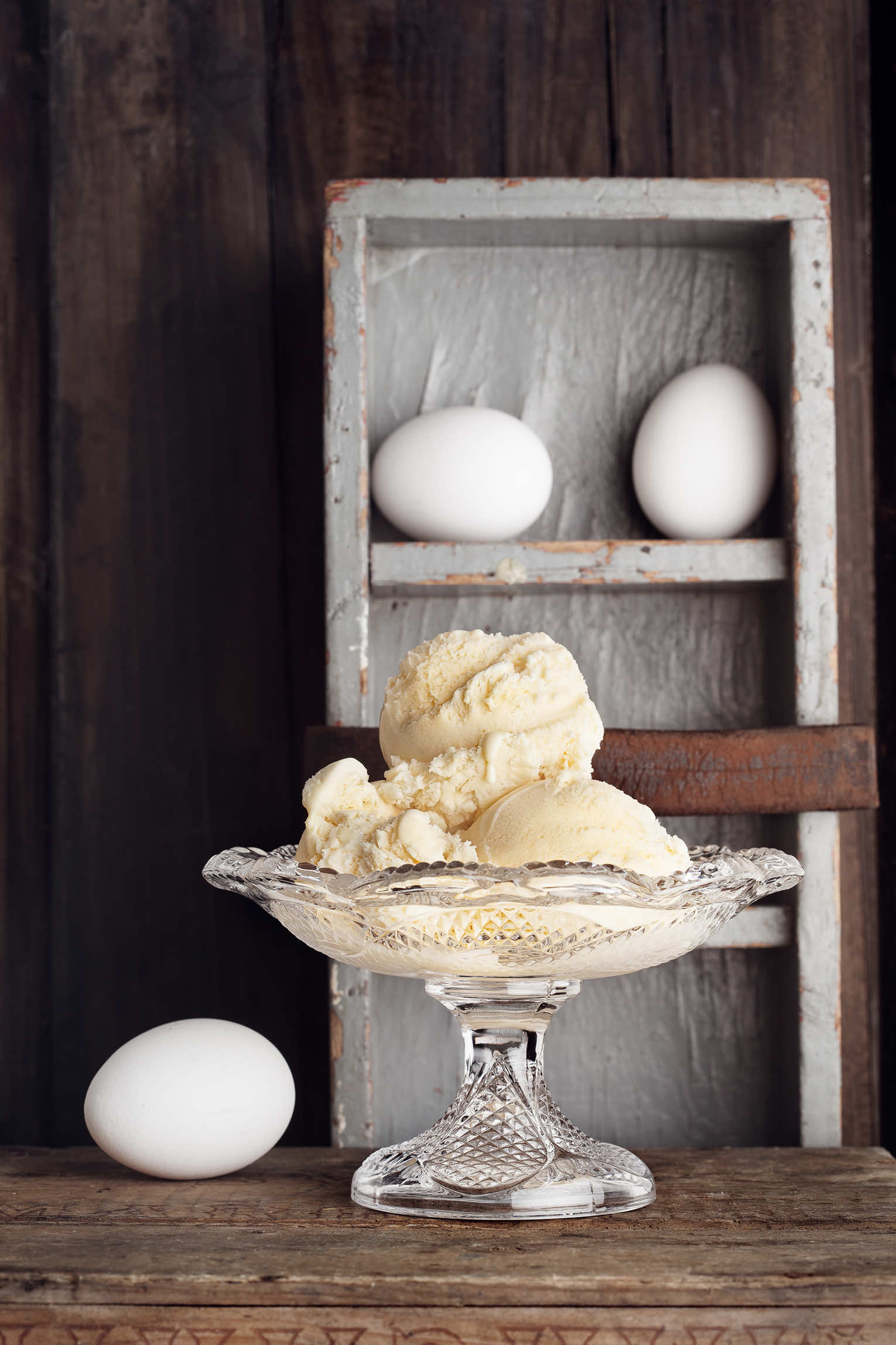 ägglikörglass med ägg som påskdessert