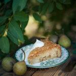 Päronkaka med kardemumma och nötter