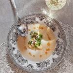 Jordärtskockssoppa-med-stekta-äppelklyftor-och-brynt-smör
