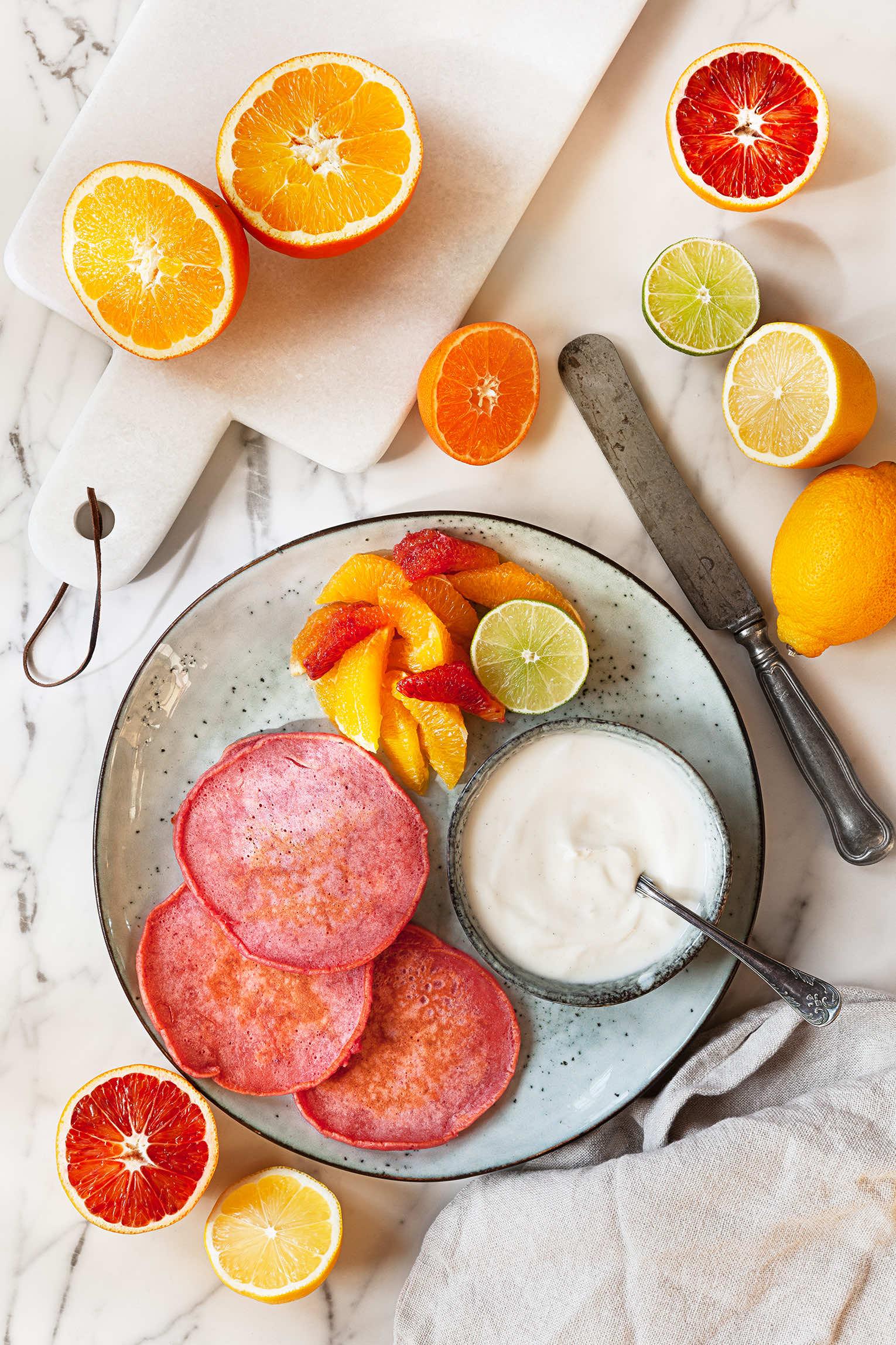 Rosa pannkakor rödbeta citrus