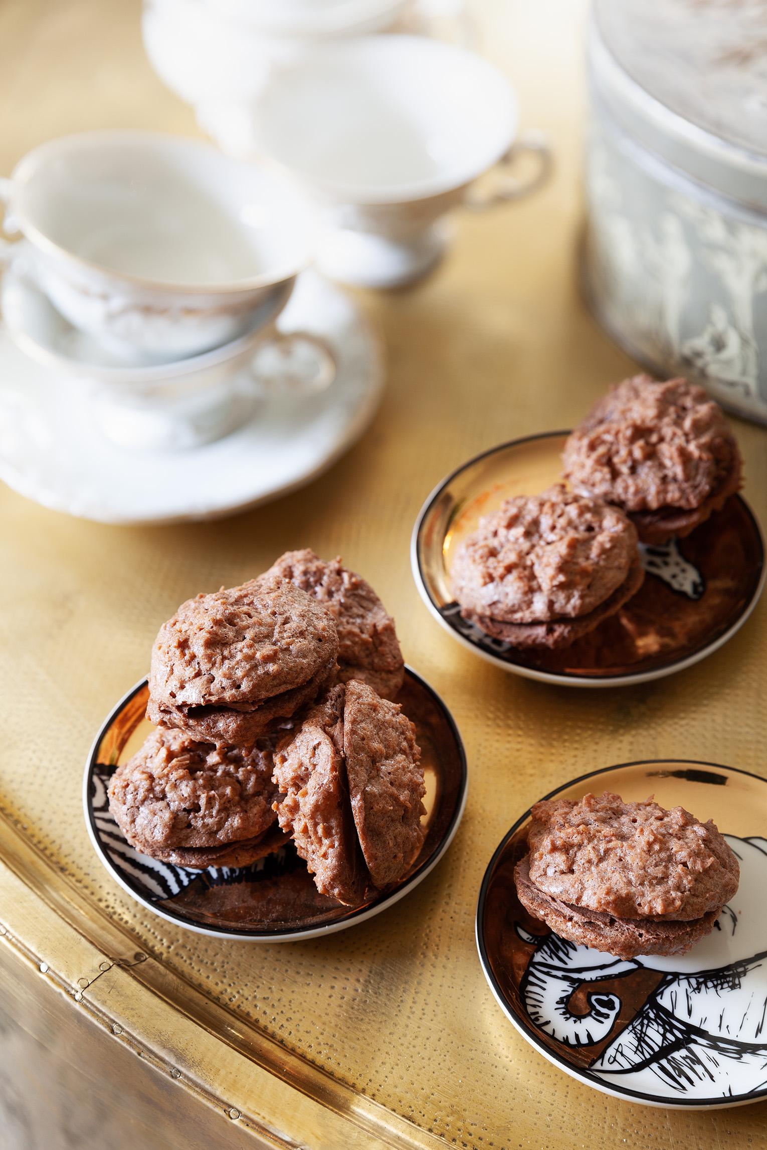 Kokoskakor med chokladsmörkräm