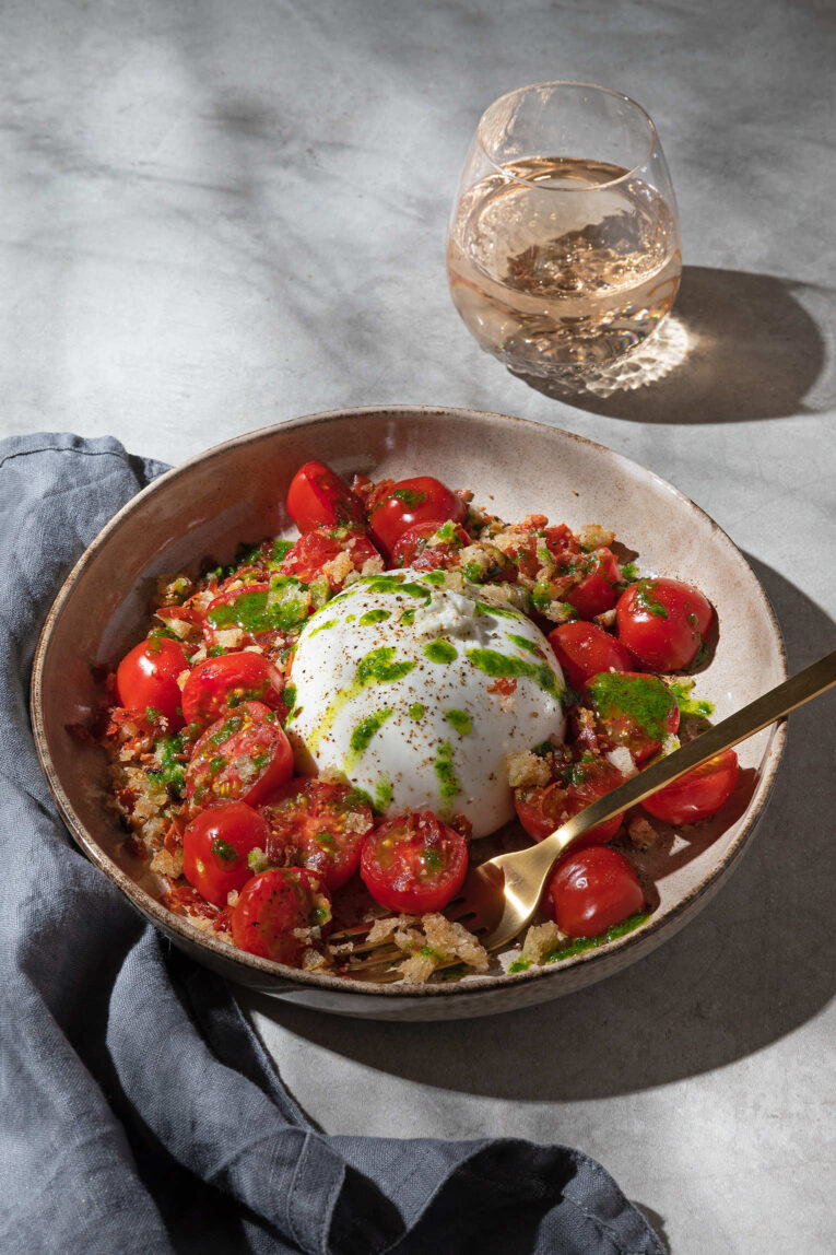 Burrata med ramslöksolja och varma tomater